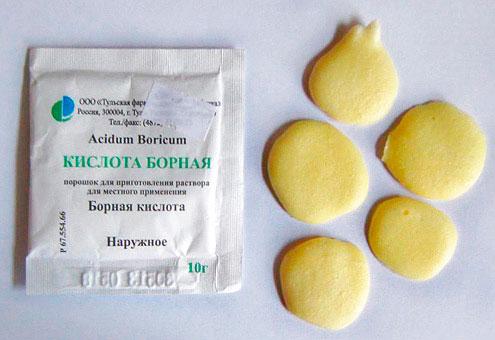 Небольшие шарики или лепешки из борной кислоты от тараканов
