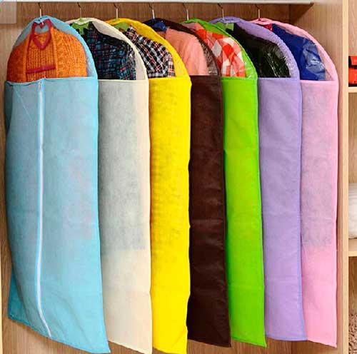 Чехлы для одежды спасут от моли