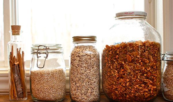 Пищевая моль попадает в квартиру с зараженными продуктами