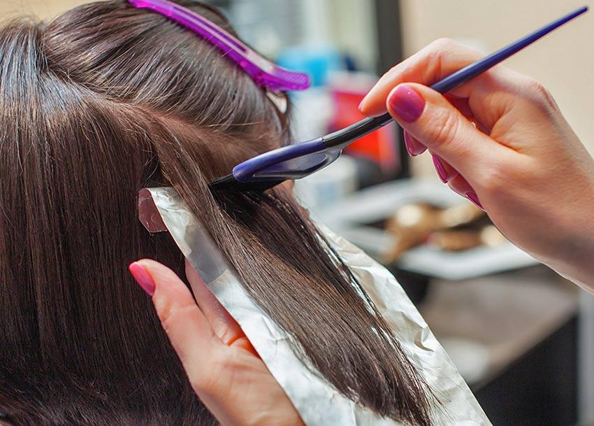Лак для волос помогает от вшей